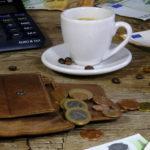 Как научиться экономить и копить деньги?